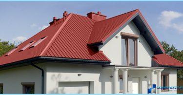 Wie das Dach mit seinen Händen Decking zur Deckung