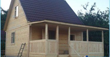 Bad-Projekt mit einer Veranda unter einem Dach