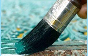 Die hitzebeständige Farbe und Rost auf Metall