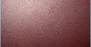 Glänzende Farbe für Wände und Decken aus Gipskarton, Kunststoff, Holz