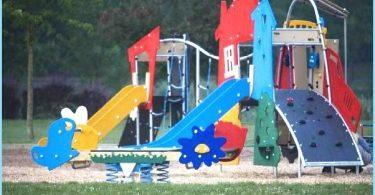 Die Montage der Kinderspielplatz mit seinen eigenen Händen